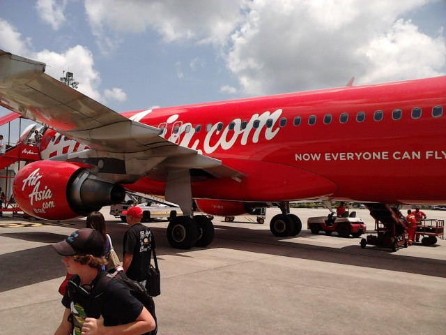 Confortabilul avion low cost al companiei Air Asia
