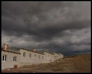 """Locuinţele modulare atribuite romilor """"relocaţi"""""""