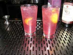 Long Island Iced Tea cu sirop de rodii, nu cu Cola