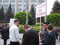 """Aşa se manifestă """"iubirea creştină"""" la homofobii din Chişinău"""