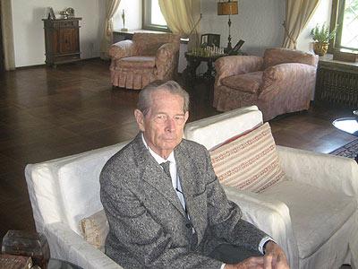 Regele Mihai la Palatul Elisabeta în iunie 2008, locul unde a fost silit să abdice cu 60 de ani înainte