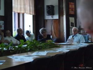 Andrei Fischof discutând cu colegii de la USR Cluj
