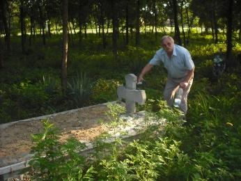 Petru Comisarschi, in cimitirul romanesc din Nyradony