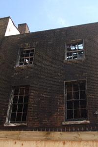 O casă din cartierul nord-londonez Tottenham incendiată de infractori