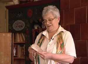 Anna Tõkés citind cuvintele scrise de bunicul in carnetul de bal al bunicii