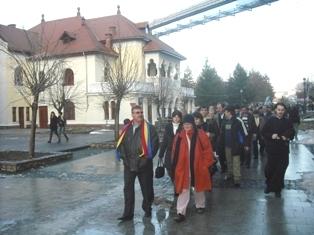 Alai de revoluţionari reşiţeni, la o manifestatie comemorativă