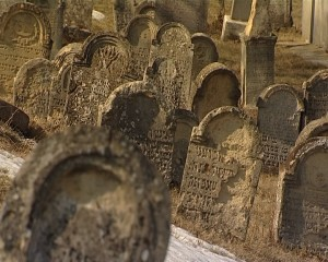 Morminte vechi in cimitirul evreiesc din Alba Iulia