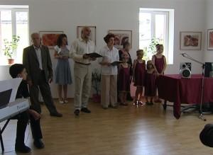 """Versinajul expoziţiei """"Ofrandă spiritualităţii armene"""" cuprinzând lucrări de Azaduhi Varduca Horenian"""