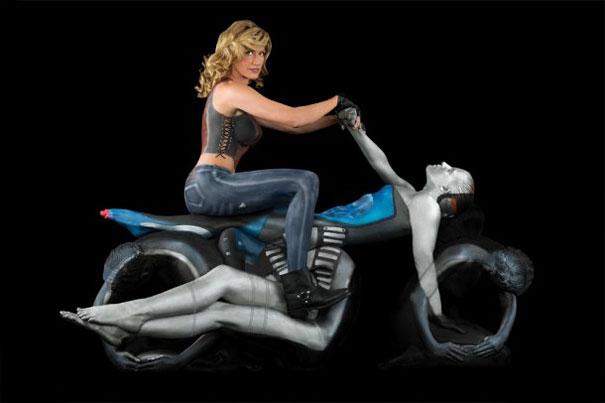 trina-merry-motocicleta de curse