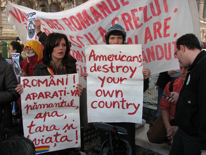 http://www.exclusivnews.ro/stiri/stiri-nationale/protest-in-bucuresti-impotriva-exploatarii-gazelor-de-sist.html