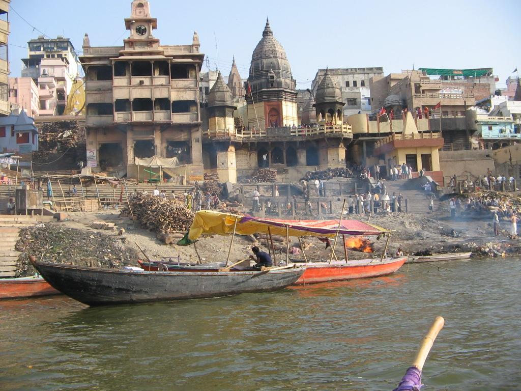 crematoriul din Varanasi