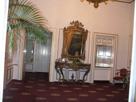 Intrarea in salonul Imparatul Romanilor