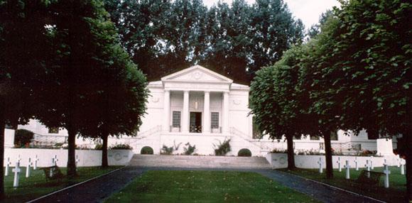 Cimitirul american de la Suresnes, Franta...1541 de soldati americani au fost inmormintati