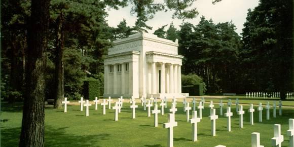 Cimitirul american din Brookwood, Marea Britanie...468 de soldati americani cazuti in razboi