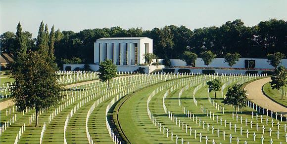 Cimitirul american din Cambridge, Marea Britanie...3812 soldati americani